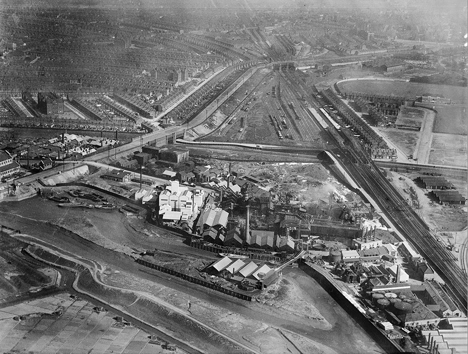 Channelsea River, Abbey Mills and the Chemical Works, 1923 © Historic England